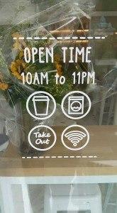 kirakat dekoráció ötletek üzlet bolt tervezés fóliázás ablak matrica üveg